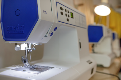 Rent a sewing machine or serger at De Steek